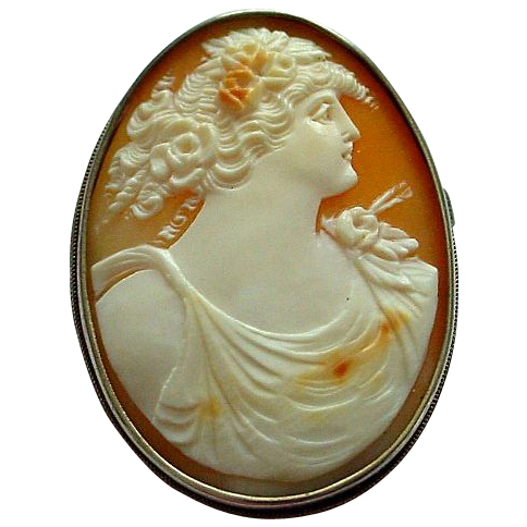 Beautifully Carved Woman (Flora) Shell Cameo in 800 Silver Setting Brooch or Pendant