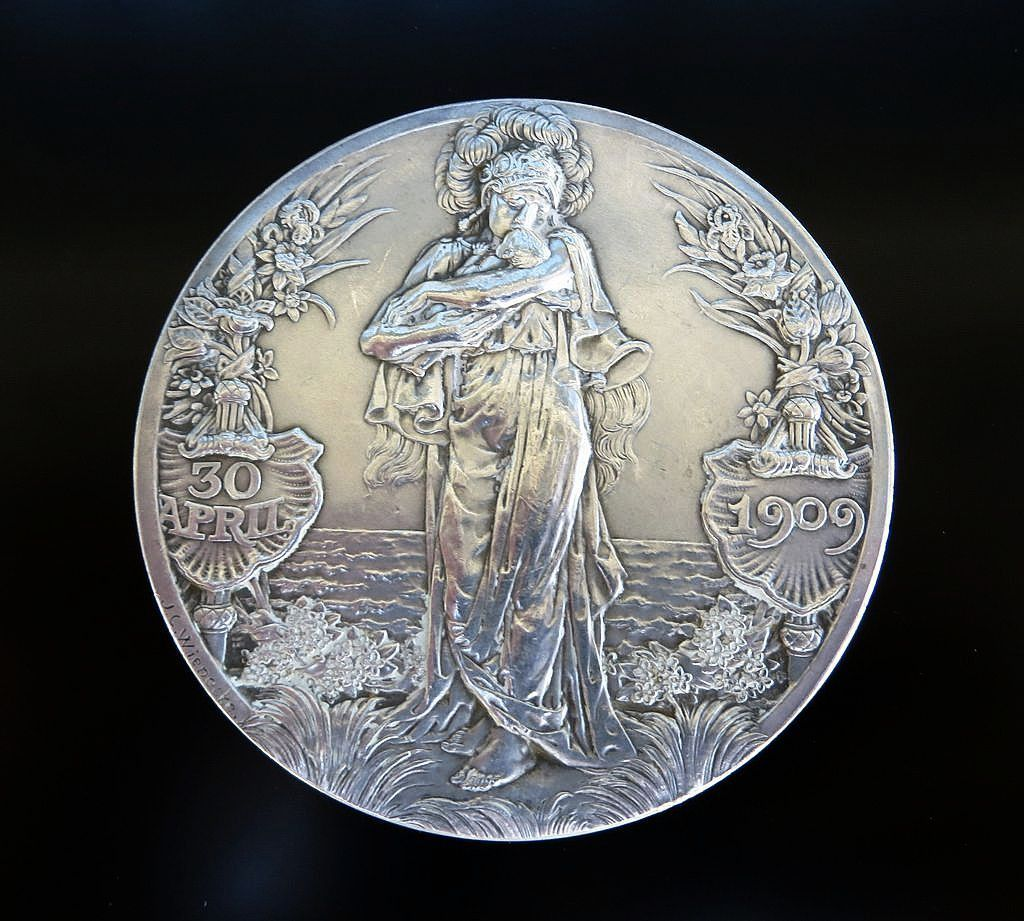 Dated 1909 Art Nouveau Commemorative Silver Queen Wilhelmina Medal