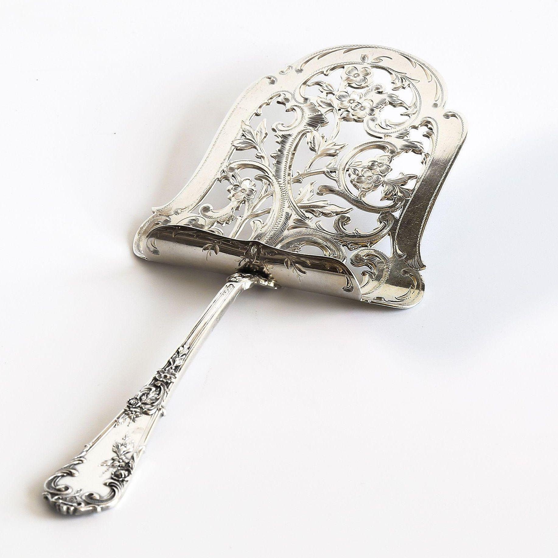 800 Silver Austrian Ornate Asparagus Server