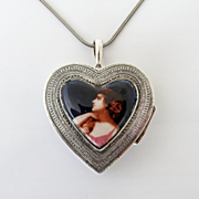 Vintage Silver Heart Shaped Portrait Box Necklace