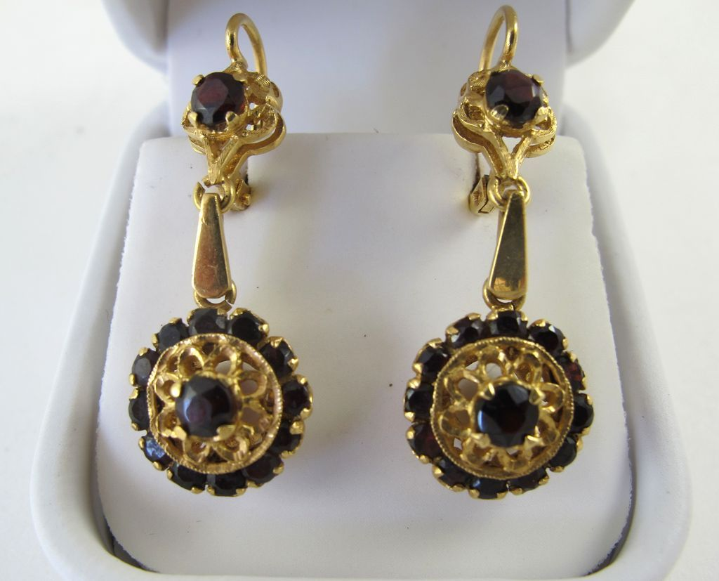 Exquisite Vintage 18K Pair Garnet Drop Earrings