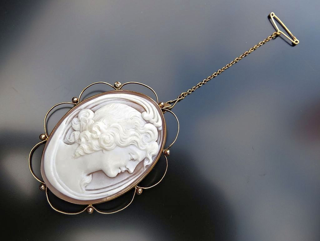 Art Nouveau Era 15K English Rose Gold Cameo Brooch