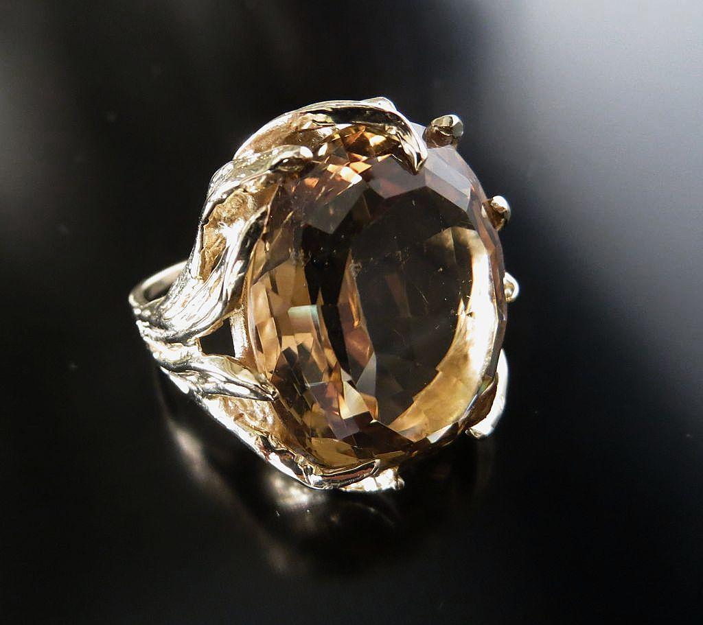 Fantastic Lady's 14K Large Vintage Iolite Ring