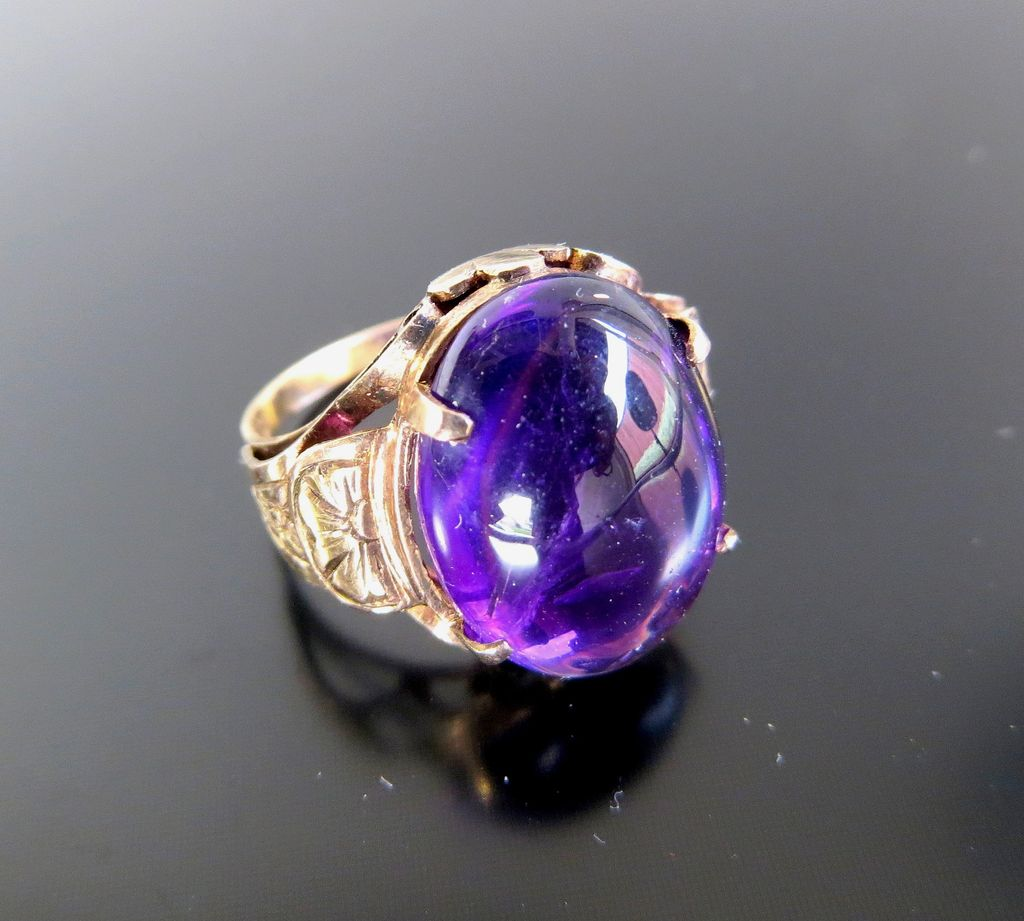 Lady's Antique Circa 1900 14K Cabachon Amethyst Ring