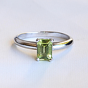Lady' Vintage 14K White Gold Peridot Ring