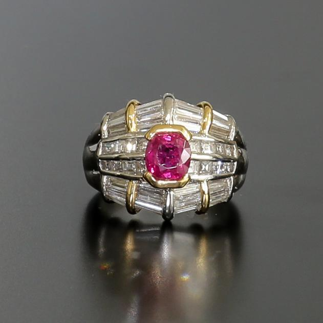 Beautiful Lady's Vintage Platinum 18K Ruby & Diamond Ring