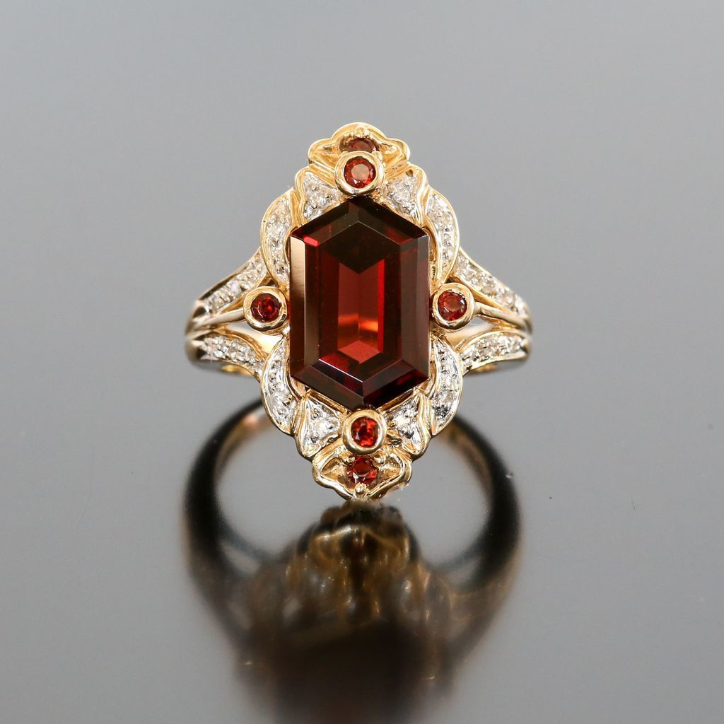 Lady's Vintage 14K Garnet & Diamond Ring