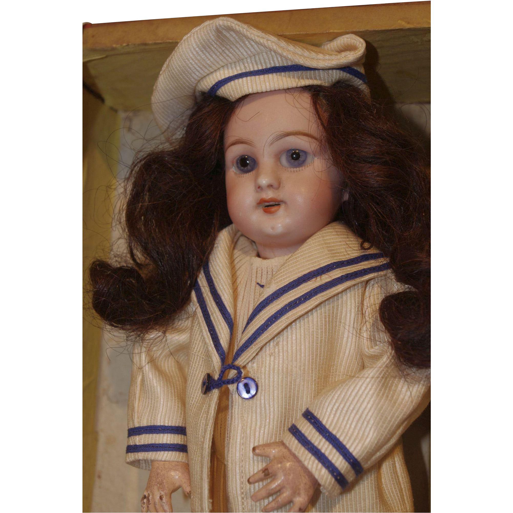 ** Small DEP doll in Trunk  1900 **