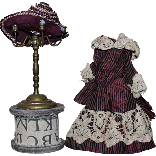 ** Very nice Tafta ensemble and Stro hat Small Bisque Doll 1900**