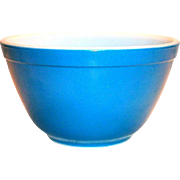 Pyrex Medium Blue Color 1 1/2 Pt Bowl