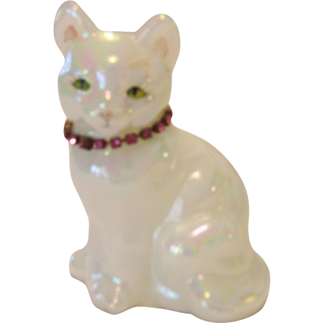 Fenton Opal Birthstone Cat - October - Rose Zircon