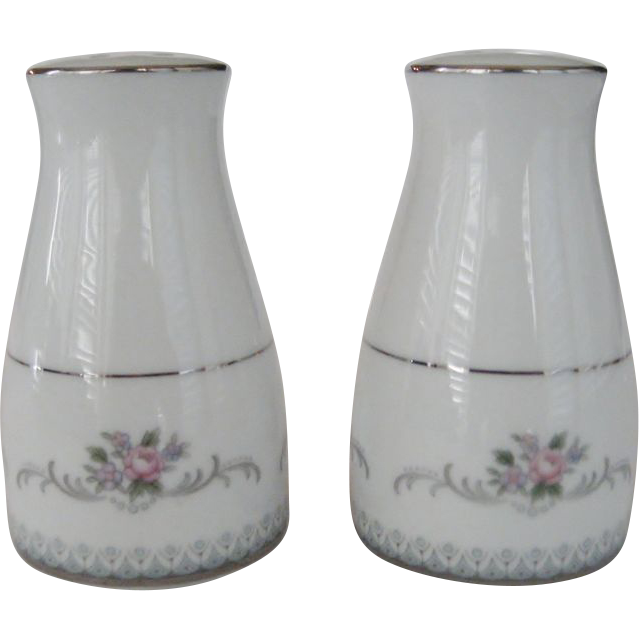 Noritake Salt And Pepper Shakers The Daisy Chain Ruby Lane