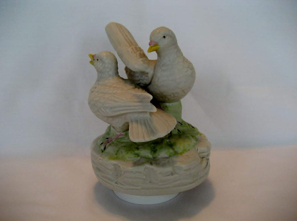 Beautiful Love Birds Music Box - Send In The Clowns