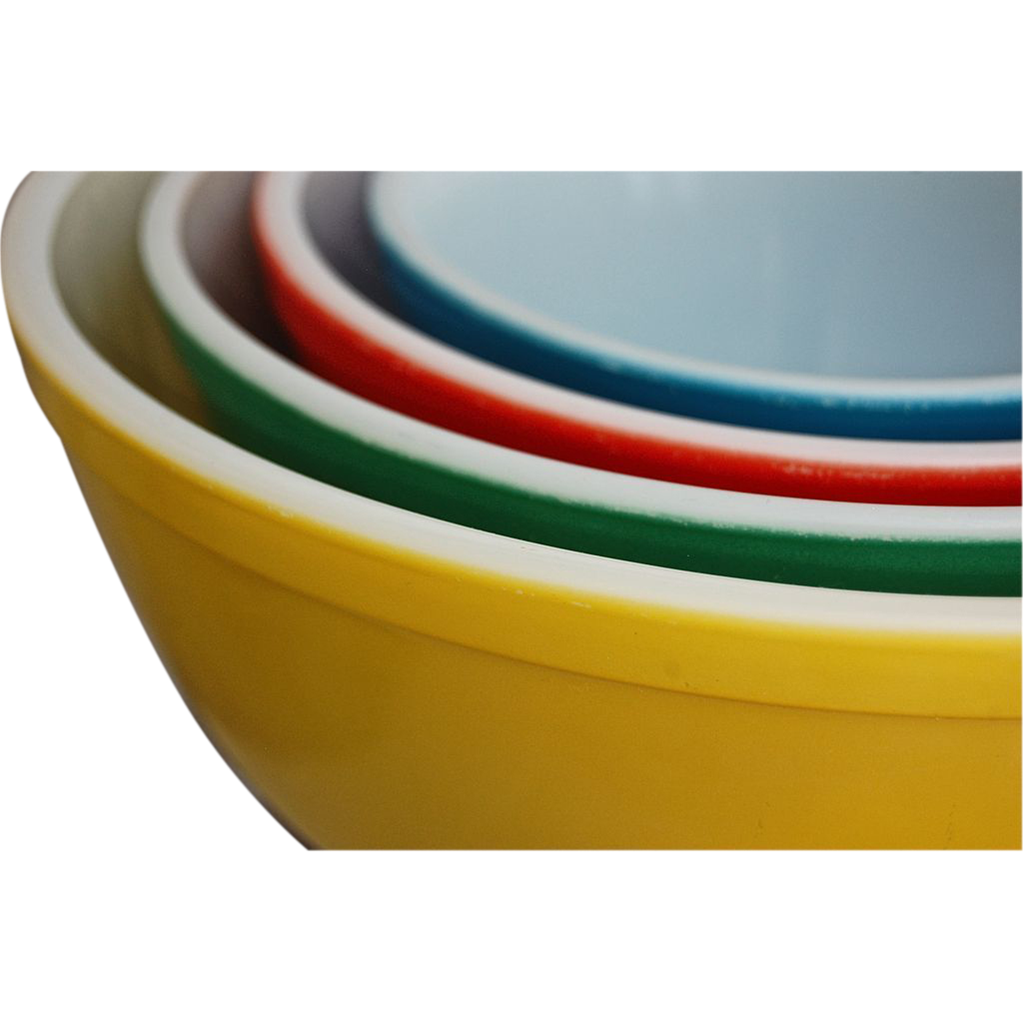 These durable Pyrex dishes come with secure-fitting lids to keep food fresher longer. Choose from the various shapes and sizes, depending on your day-to-day food storage needs.