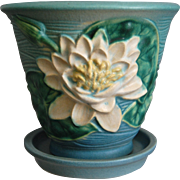 """Roseville Pottery Water Lily Flower Pot w/Saucer #664-5"""", Blue, Circa 1943"""