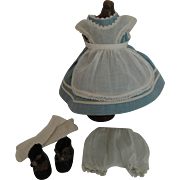 "Early Vogue Ginny ""Alice In Wonderland"" Outfit with Inkspot Tag"
