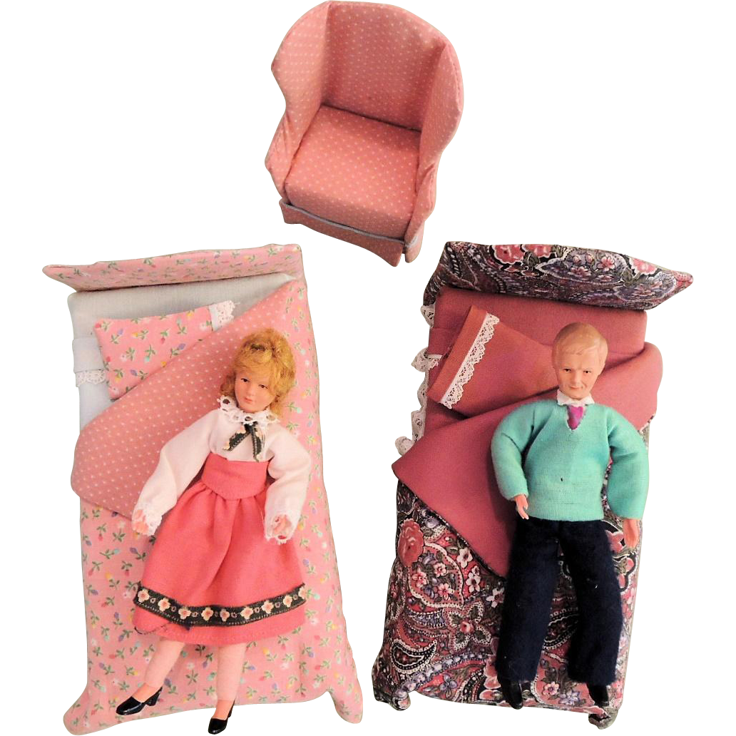 Doll House Bedroom With Two Dolls 1970 S Sold Ruby Lane