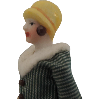 Tiny German AB Flapper with Molded Hat for Doll House