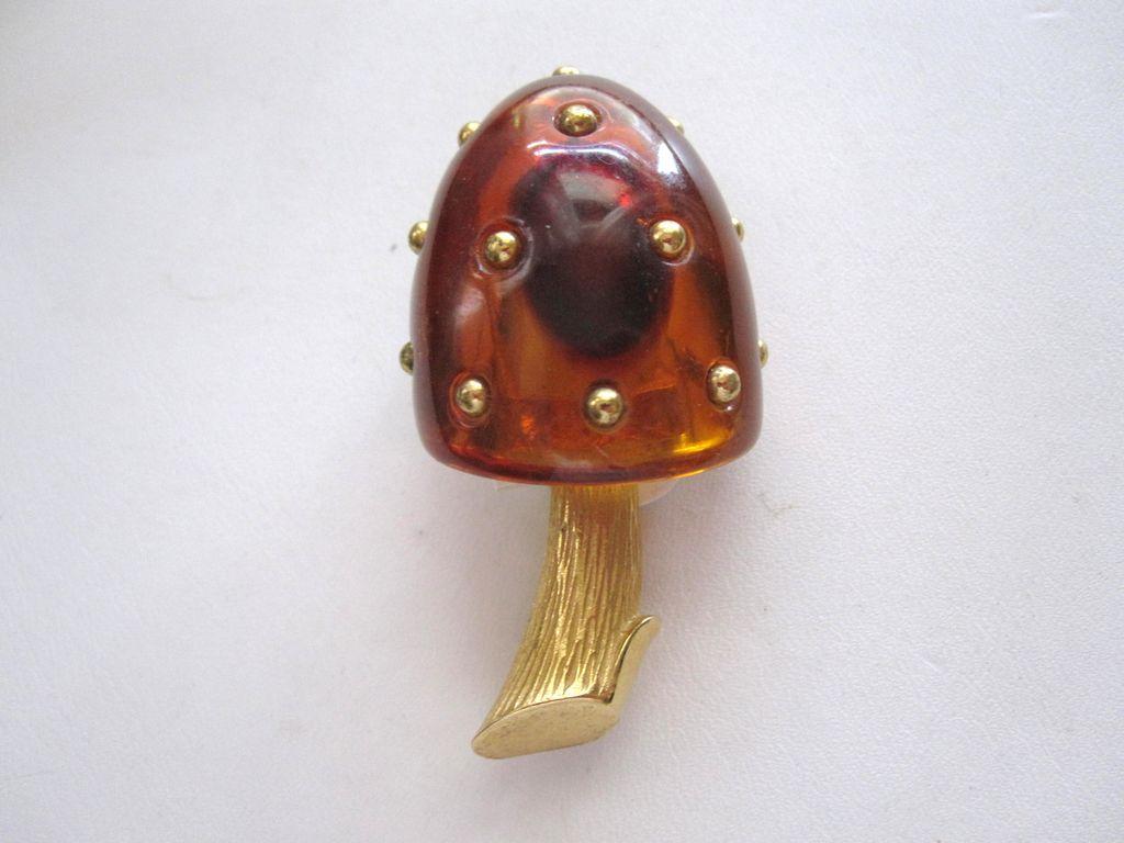 Trifari Lucite Brass Studded Mushroom Brooch