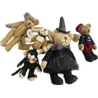 Boyd's Bears collection lot, One is the Timothy F Wuzzies, T.F. Wuzzies, a bell hop, cat panther, Halloween, great doll accessory