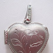 10K heart locket