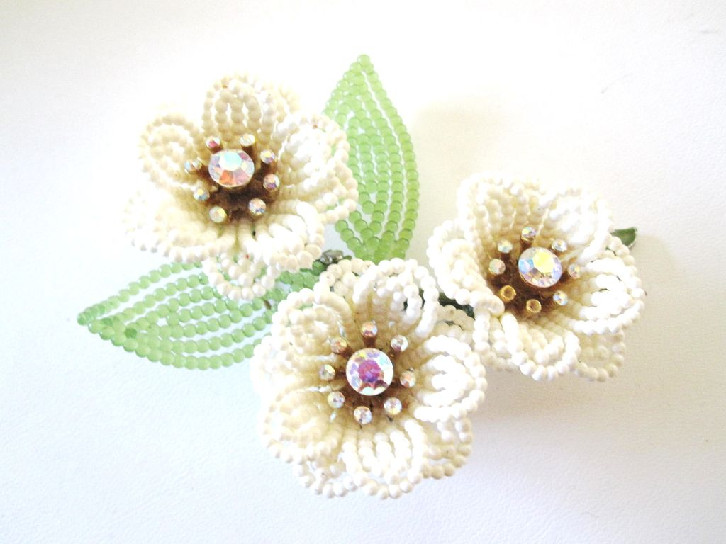 Lisner Unique Bead Flower Pin