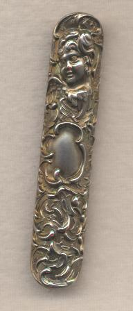 Sweet Repousse Work Art Nouveau Pin in Silver