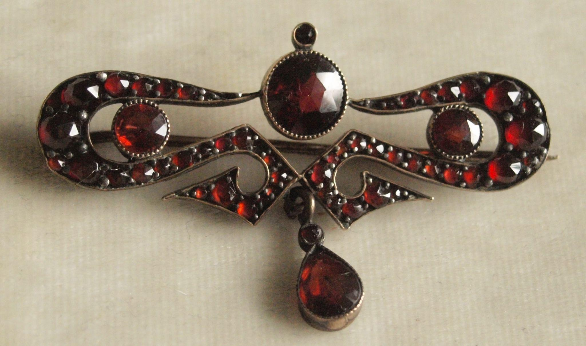 Lovely Victorian Garnet Drop pin
