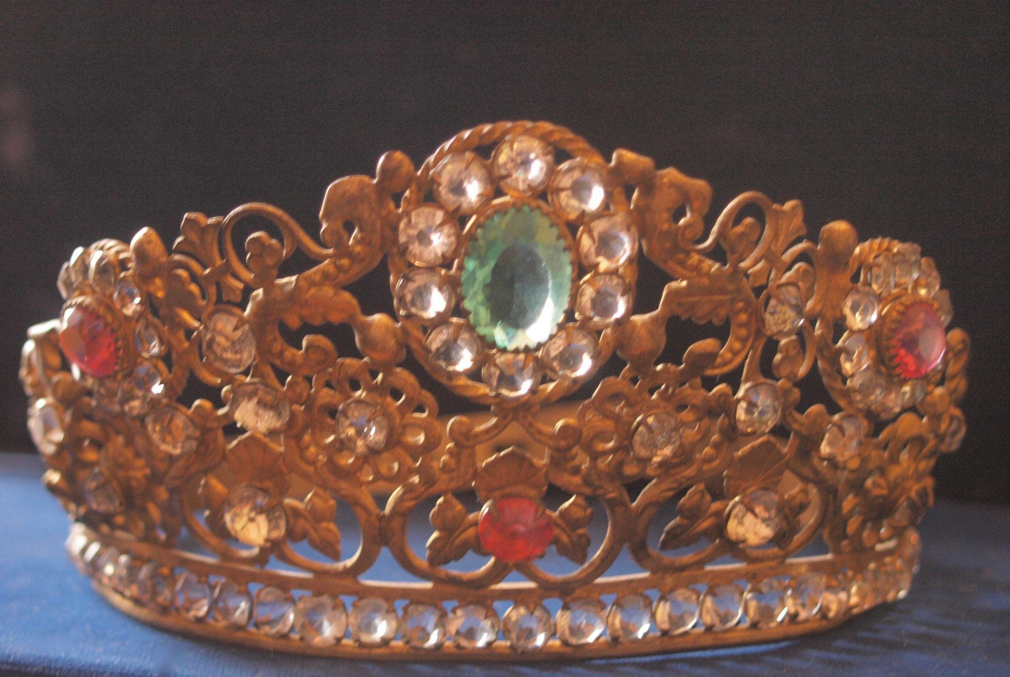 Very Ornate Santos Paste crown Beautiful Colours!