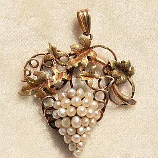 Victorian Natural Pearl Grapes Pendant