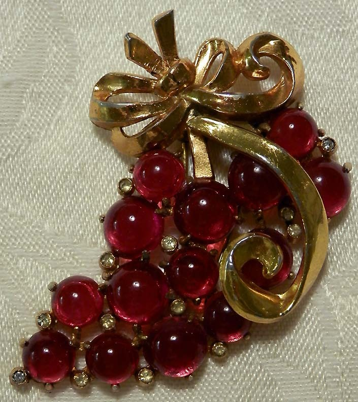 CORO Large Red Fur Clip with Golden Bow