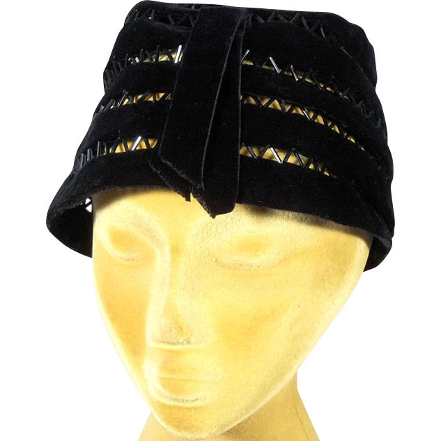 Elegant 1950s Black Velvet w Glass Beads Vintage Hat