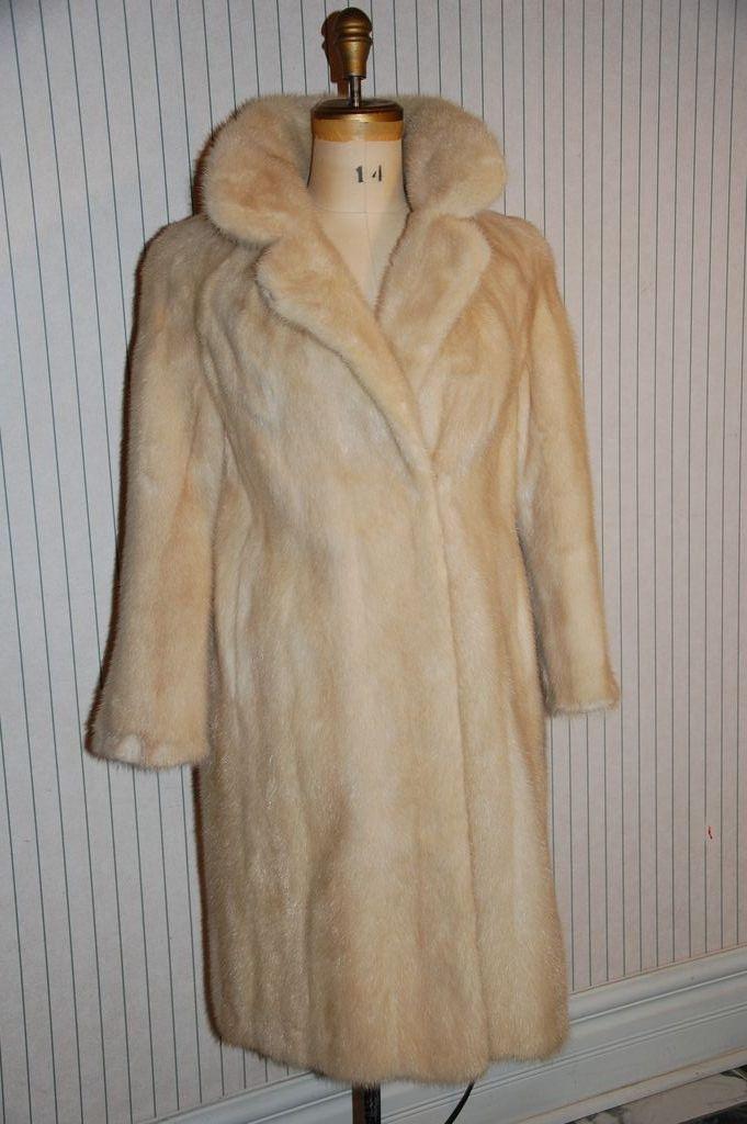 Marylin Monroe Blonde Mink Fur Stroller Coat Jacket