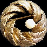 Lovely Vintage 12K GF Brooch Signed Winard - Pearl In Nest Of Leaves