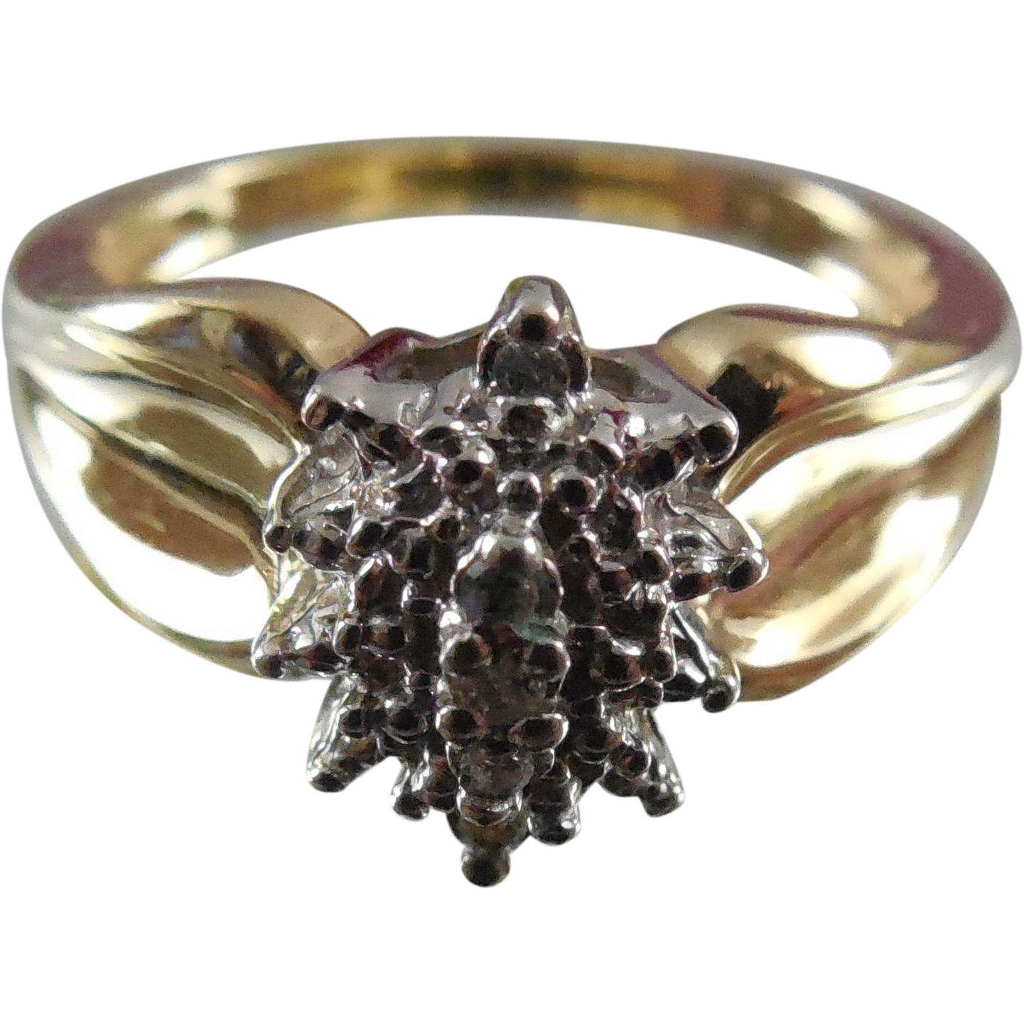 Beautiful Two Tone 10K Gold and Diamond Ring - Size 7