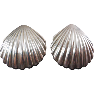 """Large Vintage 1.7"""" Signed Los Ballesteros Mexican Sterling Silver Scallop Shaped Earrings"""