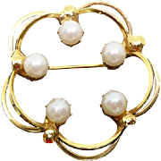 Classy Vintage Faux Pearl Wreath Brooch Signed Hobe