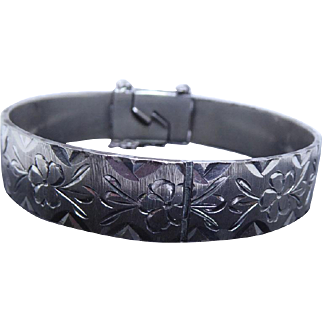 British Sterling Silver Hinged Bracelet With Engraved Flowers - Signed MM for Monomil