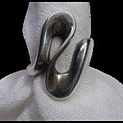 Vintage 950 Sterling Silver Ring With Curved Wave Design Signed Milor