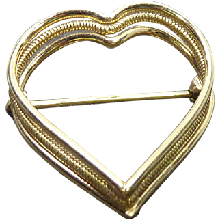 Beautiful Signed Wells 12K GF Open Heart Brooch With Dual Textures