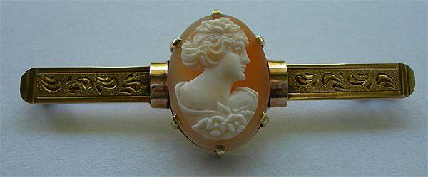 Art Deco Era Cameo Bar Pin in 8K Carat Gold