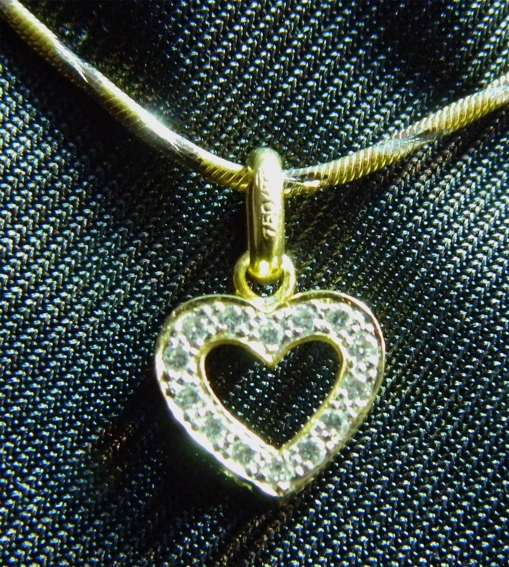 18K Gold Diamond Heart Pendant On Two Color  UNO A ERRE 14K Gold Chain