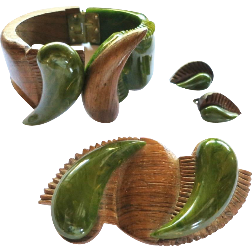 Vintage Carved Spinach Green Bakelite Wood Clamper, Brooch, Earrings Set