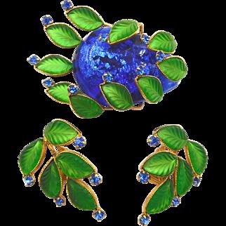 Unsigned Hattie Carnegie Green Glass Leaves Blue Art Glass Stone Brooch Set