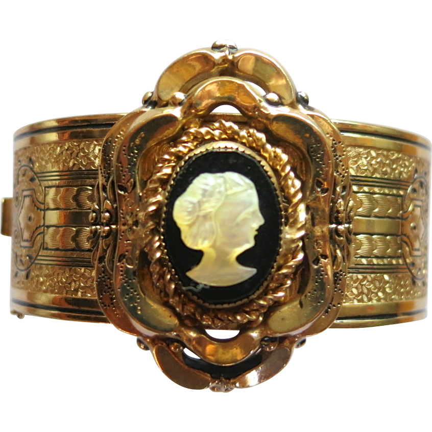 Coro 1919 Taille d'Epargne Cameo Bangle Bracelet