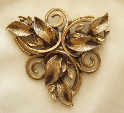 Gold tone leaves brooch