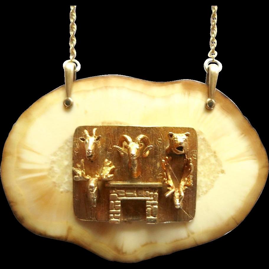 Item ID: Hunting trophy necklace In Shop Backroom