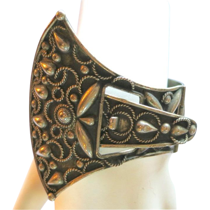 Vintage Italy Etruscan Style Buckle Bracelet 1950's