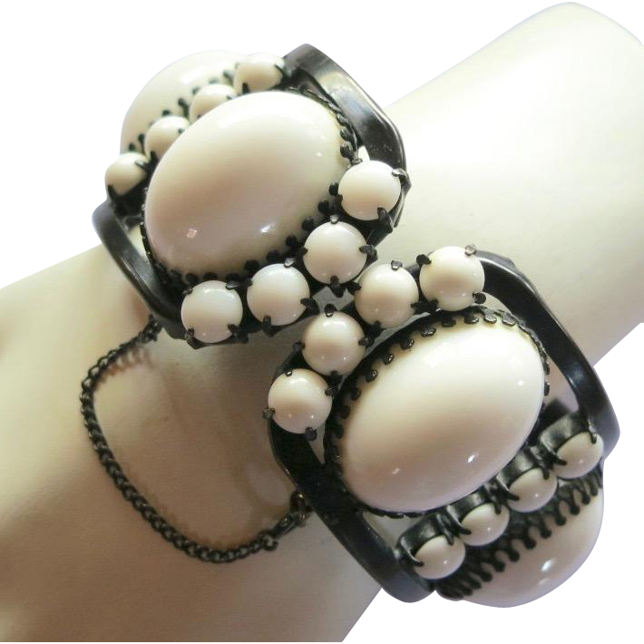 Vintage Milk Glass High Dome Cabochon Clamper Bracelet