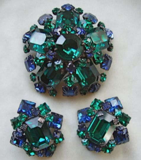 Schreiner emerald green and Montana blue rhinestone brooch set